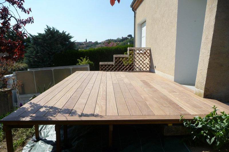 terrasse bois suspendue nyons dr me. Black Bedroom Furniture Sets. Home Design Ideas